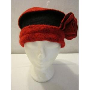 Chapeau rouge et noir